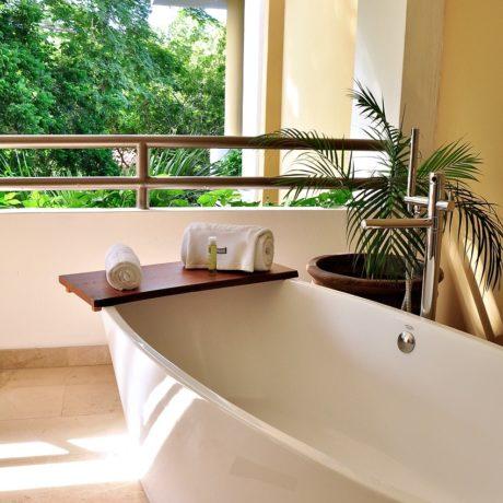 浴槽の形、素材の種類いろいろ