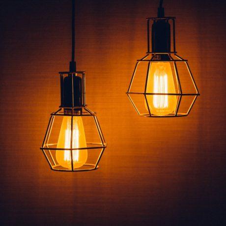 部屋全体を明るく照らす シーリングライトはどう選ぶ?