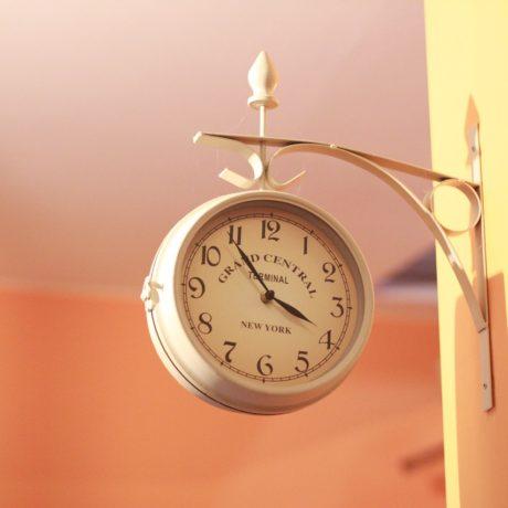 時計の配置はどこがいい?実用性とインテリアとしてのバランスを!